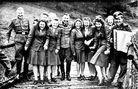i nazisti si divertono ad Auschwitz